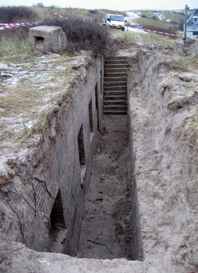 The uncovered trench in front of the bunker. (Photo: Gert Jan Ruygh)